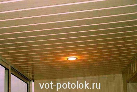Шовный пластик на потолке (имитация вагонки)