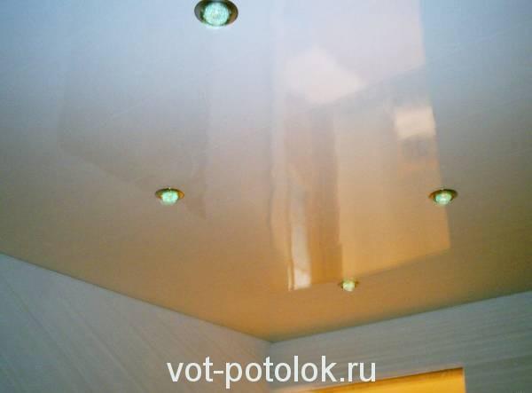 Пластиковый бесшовный потолок