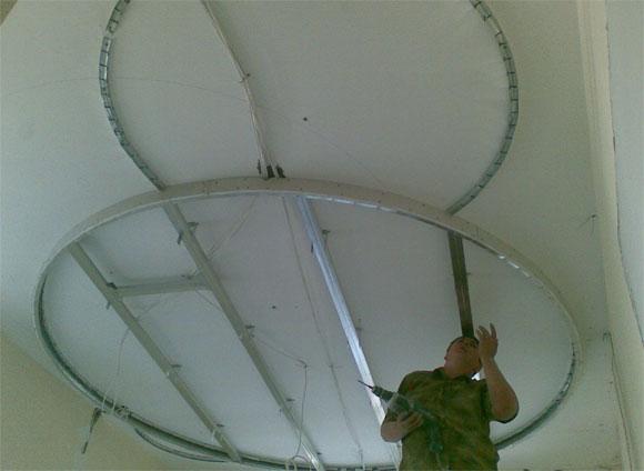 двойной потолок достоинства