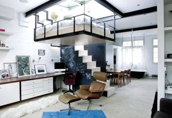 Потолочная кровать – отличное решение для студийных помещений