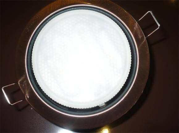 встроенные лампочки в натяжном потолке