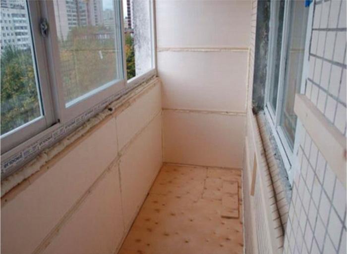 Пенопласт применяют для утепления балкона изнутри