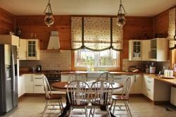 Декоративные жалюзи в интерьере кухни