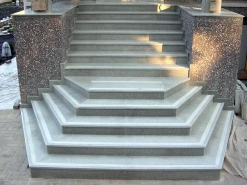 Гранитная лестница - решение для элитного дома.