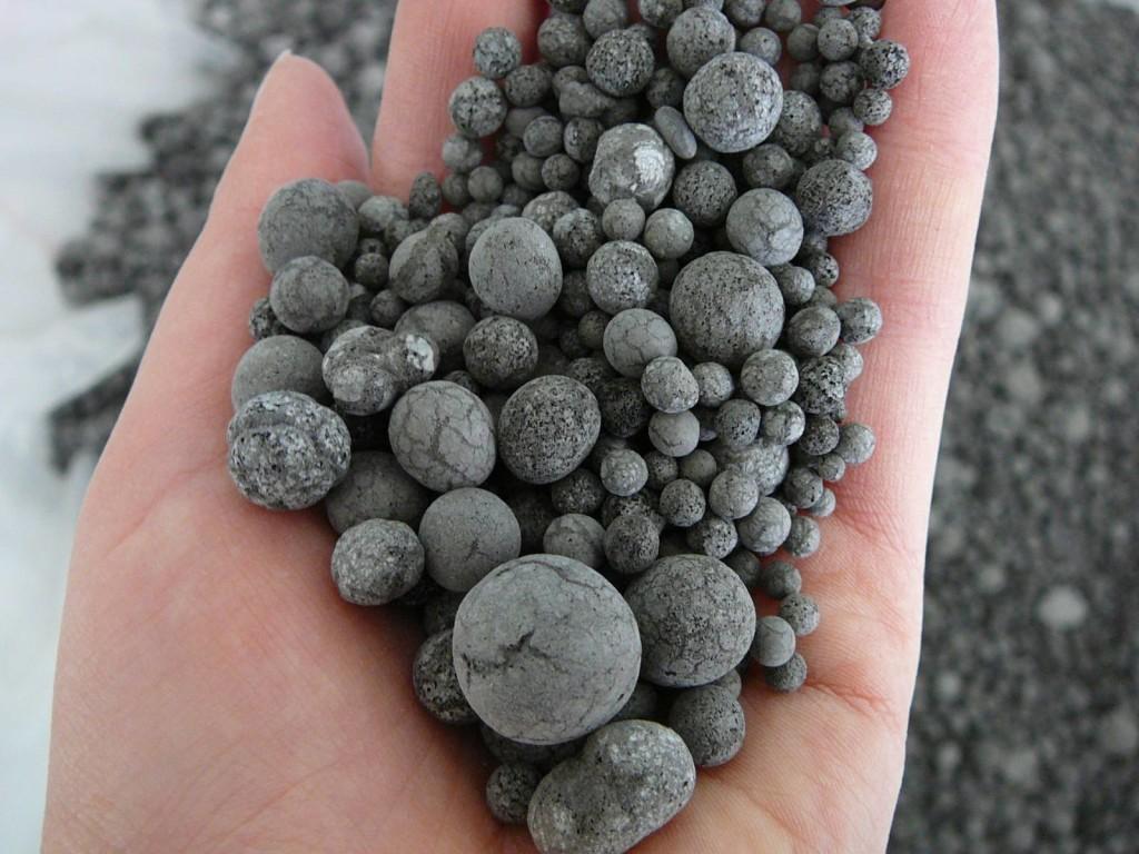 Пеностекло - это экологически чистый и универсальный, однако, довольно дорогой материал