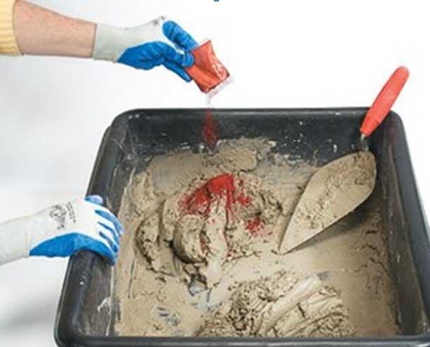 Добавление красителя в бетонную смесь