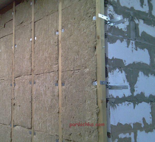 Наружное утепление стены (показано на примере блочной, но так можно утеплять любую стену).