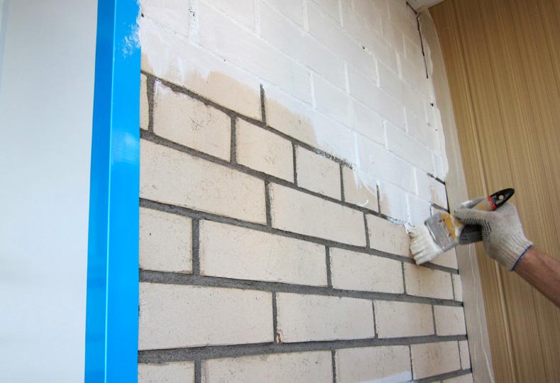 технология покраски кирпичной стены