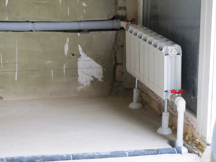 Kreplenie-k-stene-plastikovyh-trub-sistem-otoplenija-i-kanalizatsii19.jpg