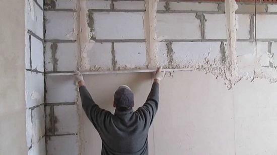 Штукатурка толщиной до 15 мм по стене из газоблоков