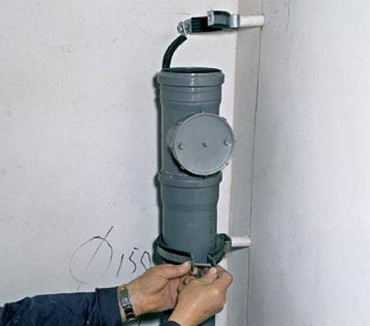 крепеж для канализационных труб
