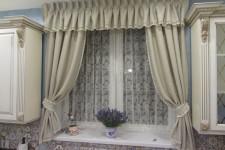 Короткие шторы в классическом стиле