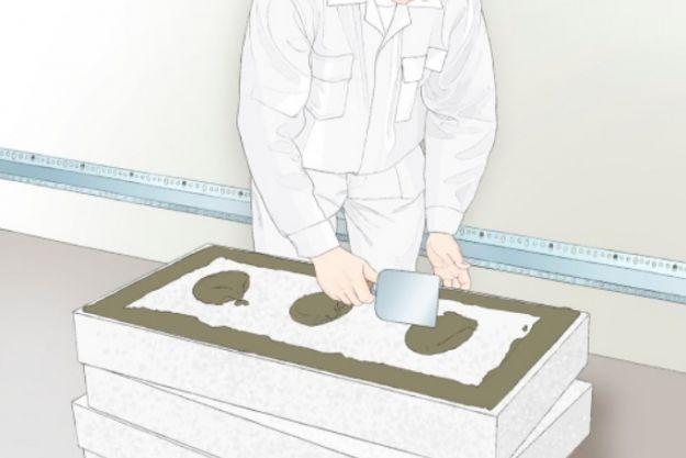 Нанесение клея на пенопласт