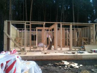Монтаж утеплителя - процесс сборки каркасного дома