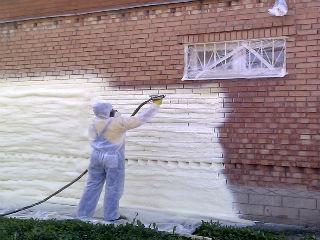 Процесс утепления стены снаружи пеной