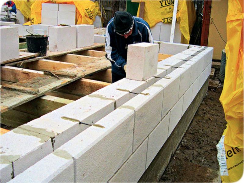 выкладываем стены из газоблоков