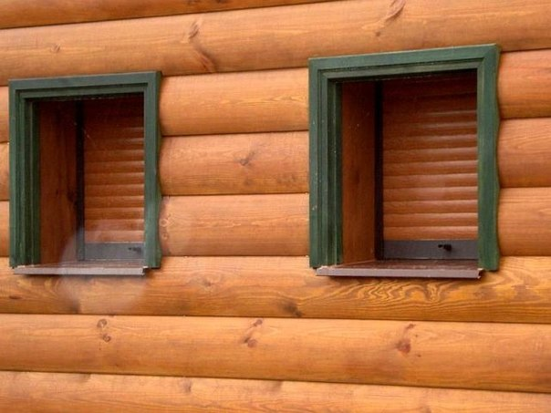 Блок хаус из дерева на фасаде