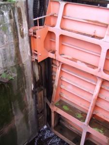 Глубинный затвор водоспуска Волховской ГЭС