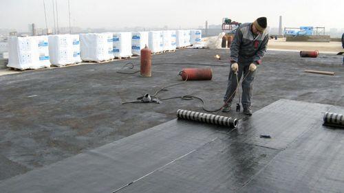 Как покрыть крышу рубероидом своими руками, видео