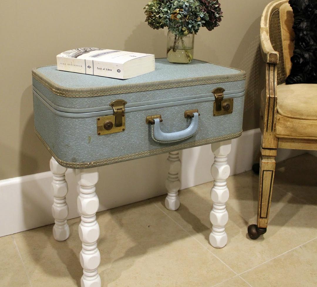Журнальный столик из чемодана: фото