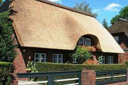 Крыша дома из камыша