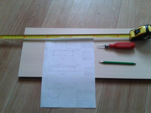 Для разметки отверстий используем чертежи, рулетку, карандаш и шило