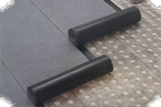 С помощью рулонного материала делаем гидроизоляцию пола на балконе