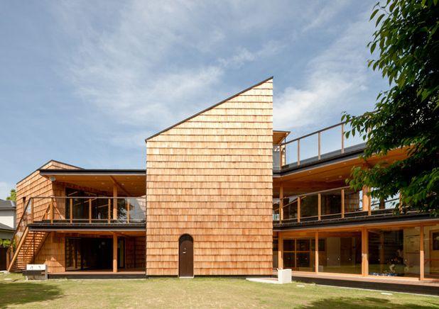 Современный Фасад дома コンテンポラリー エクステリア(外観)