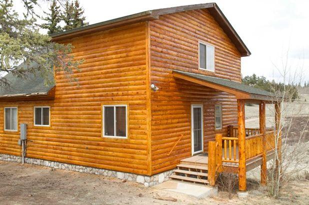Классический Фасад дома by Log Home Finishing LLC Thomas Elliott
