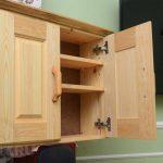 Филенчатый шкаф для кухни из массива сосны