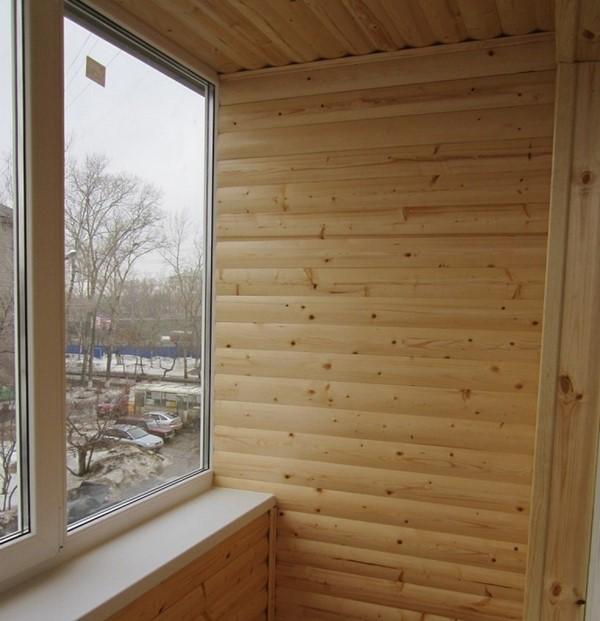 Балкон, обшитый блок-хаусом
