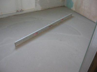 Нивелирующаяся смесь для выравнивания бетонного пола