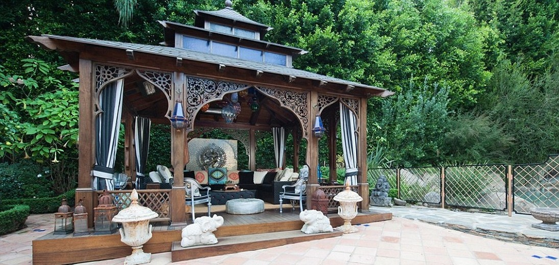 Пагода в особняке Кристины Агилеры